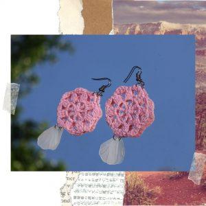 Aretes en tono rosa